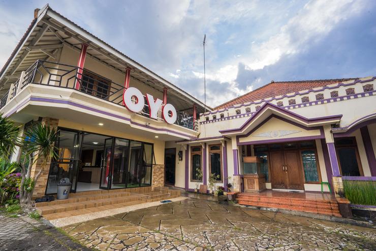 OYO 564 Bunga Matahari Guest House and Hotel Malang - Facade