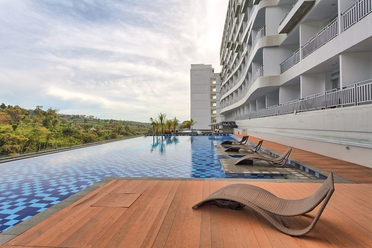 Le Eminence Puncak Hotel Convention & Resort Cipanas - Infinity Pool