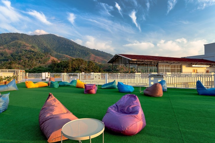 Le Eminence Puncak Hotel Convention & Resort Cipanas - Terrace/Patio