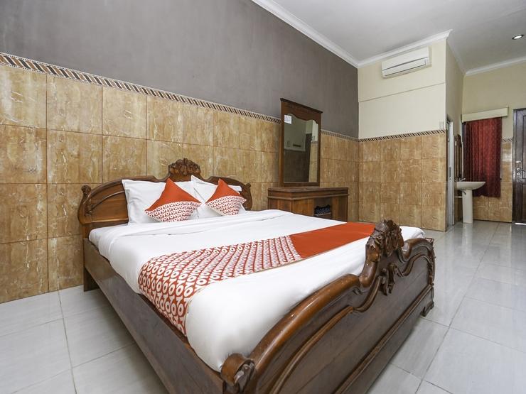 OYO 2715 Hotel Madinah Syariah Madura - Standard Doublee