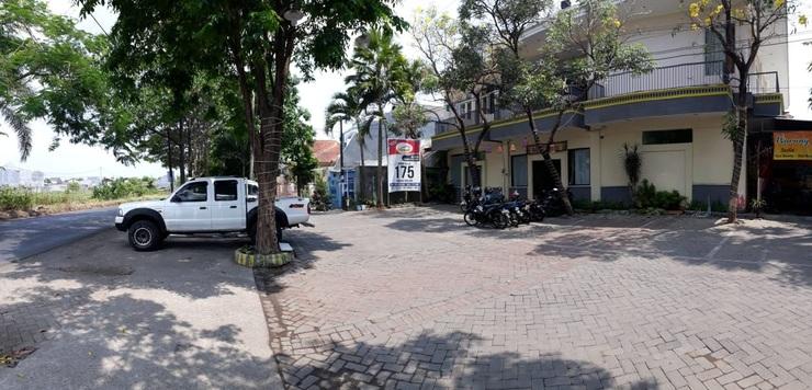 Hasanah Sawojajar Guest House Malang - Front Views