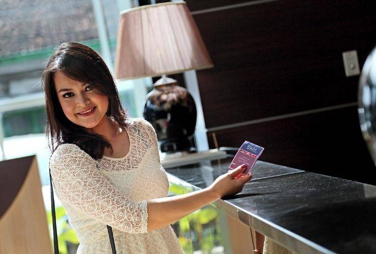 Serela Waringin Hotel Bandung - Receptionist