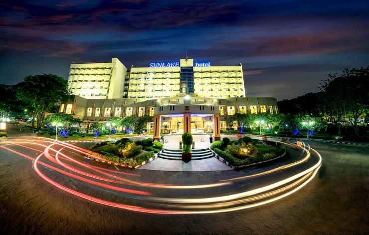 Sunlake Hotel Jakarta - Front hotel