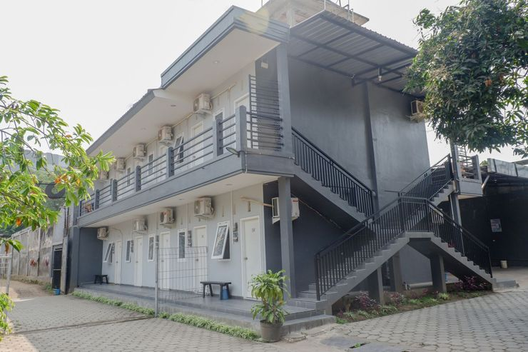 OYO 1176 J3 Residence Syariah Jember - Facade
