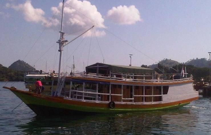 Komodo Cruise Boat Flores - pemandangan
