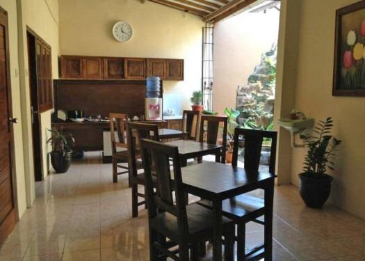 Larasati Guest House Yogyakarta - Kamar makan