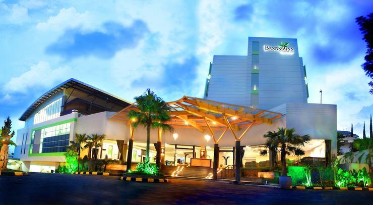Banana Inn Hotel Bandung - Property Entrance