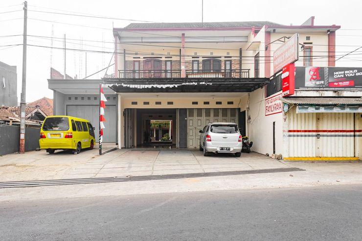 OYO 681 Wisma Family Raya Bandung - Facade