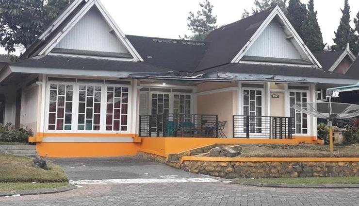 Villa Kota Bunga Andrie Type Pattaya Cianjur - Facade