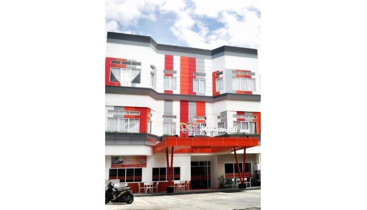 Hotel Mongonsidi Padang - Exterior