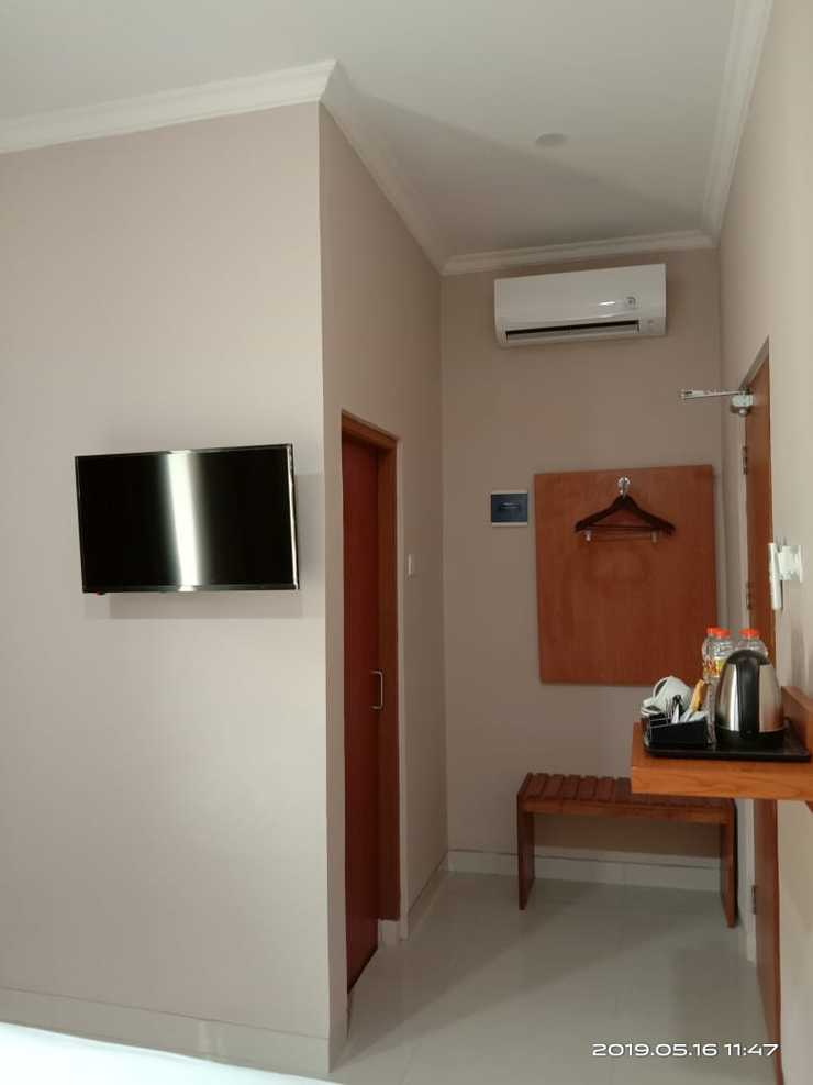 Mr. J Suites Tegal - Guest room