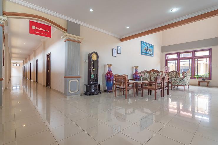 RedDoorz Plus @ Hotel Surya Batulicin Tanah Bumbu - Photo