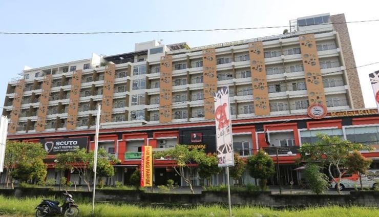 Student Park Hotel & Apartment Yogyakarta - Facade