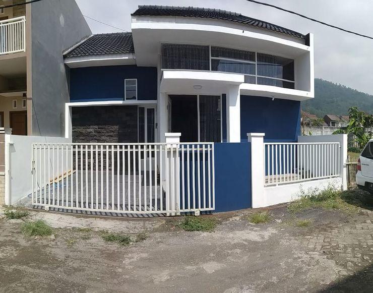 Anfield Villa by MakelarMbois Malang - Exterior