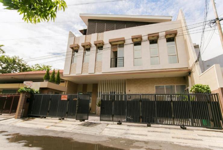 IKIRU to live Hotel Surabaya - tampak depan
