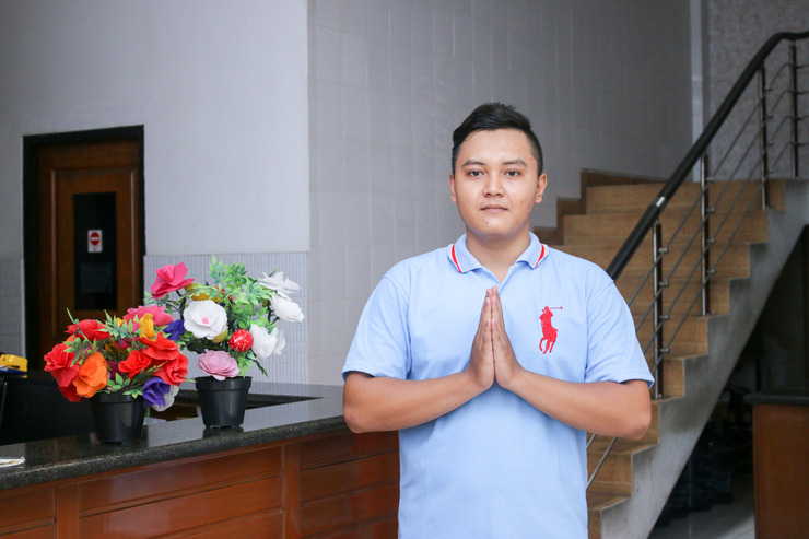 Airy Tegalsari Kedungsari 109 Surabaya - Receptionist