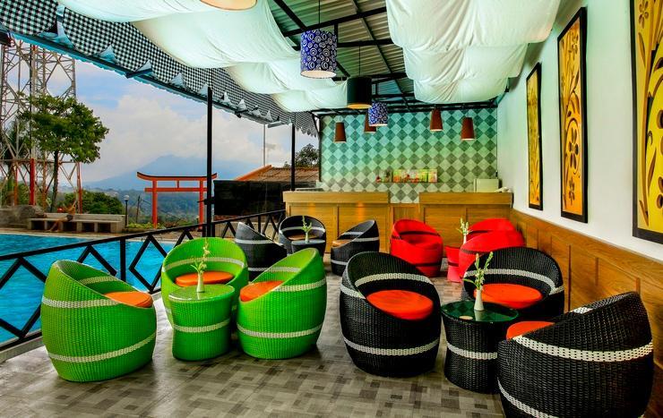 Hotel Inna Tretes - Swimming pool cafe