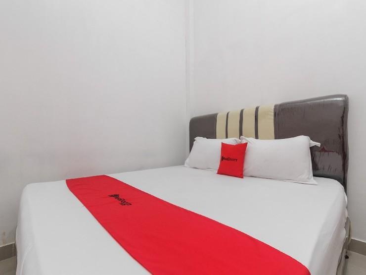 RedDoorz near Tanjungpura University Pontianak - Guestroom