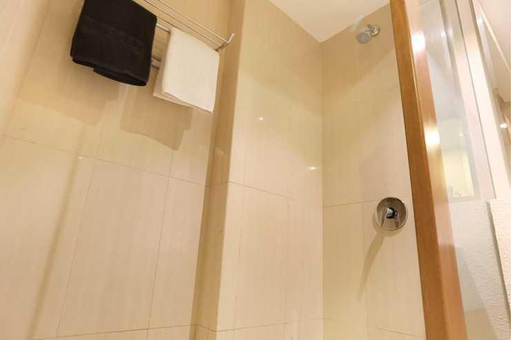 Nite and Day Batam Jodoh Square Batam - happy day bathroom