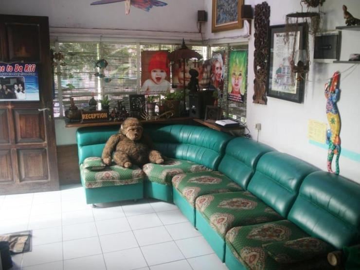 Da Rifi Hostel Surabaya - Living Room