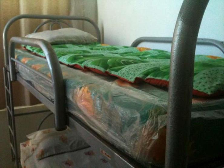 Da Rifi Hostel Surabaya - Bed