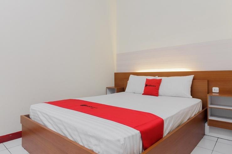 RedDoorz near Ayani Mega Mall Pontianak Pontianak - Guestroom