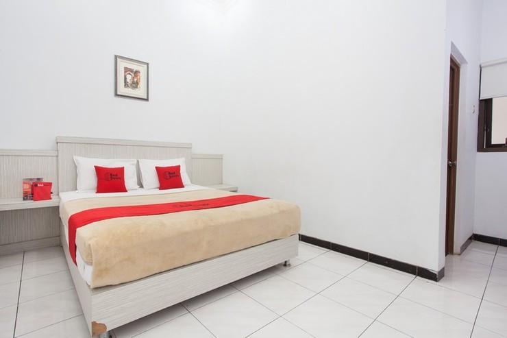 RedDoorz near Terminal Arjosari Malang - Bedroom