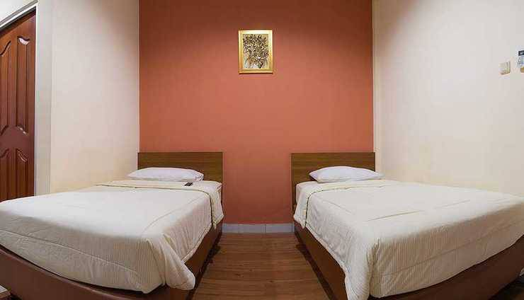 Lotus Hotel Bandung - Deluexe Twin