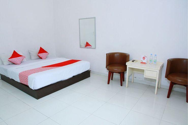 OYO 1325 Grand Wisata Hotel Palu - Bedroom