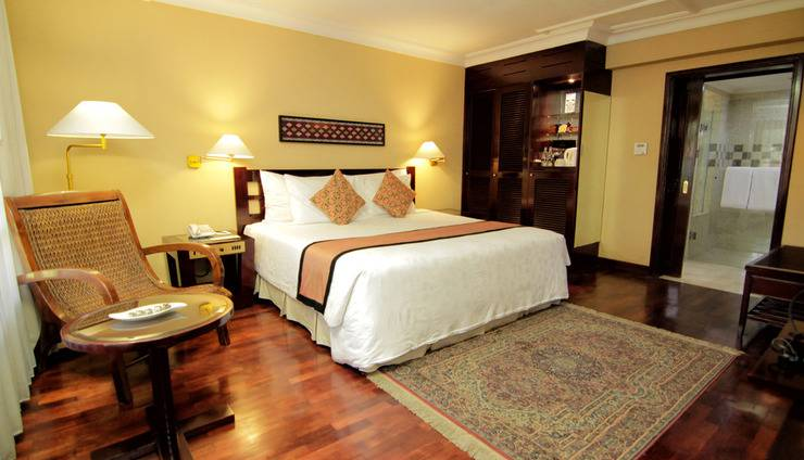 Singgasana Hotel Surabaya - Executive Suite Bed room