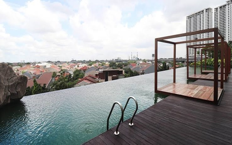 Cozy Studio Apartment @ Grand Kamala Lagoon Bekasi - Pool
