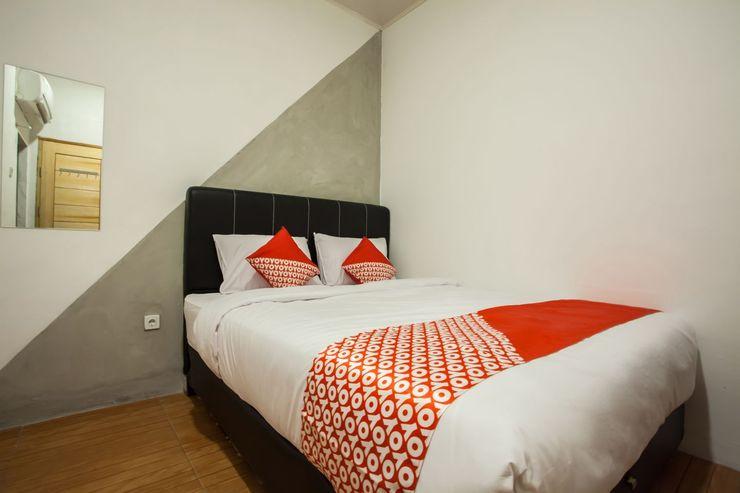 OYO 2147 Mono Guest House Medan - Bedroom