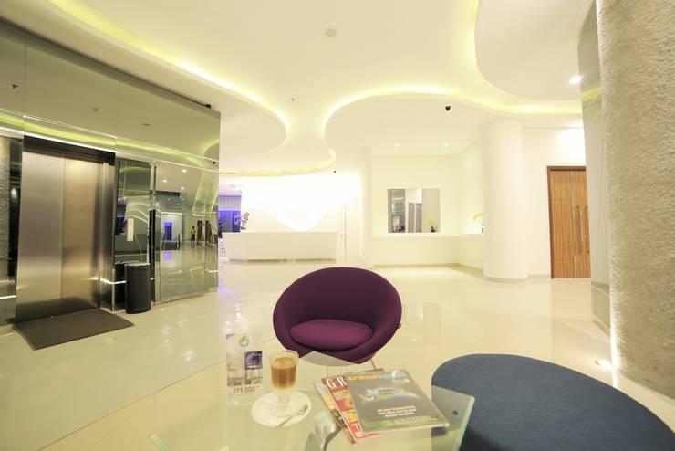 Ozone Hotel Jakarta - Lobby Sitting Area