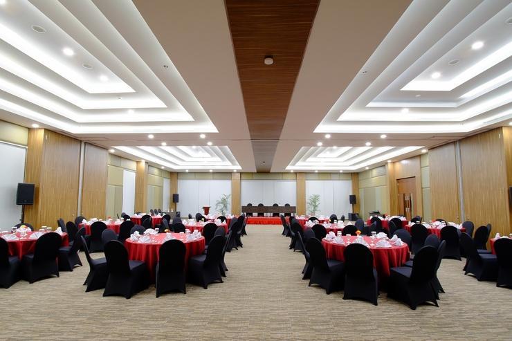 Antero Hotel Jababeka by Prasanthi Bekasi - Meeting room