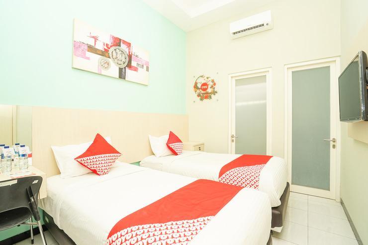 OYO 484 Ardhya Hotel Syariah Surabaya - Bedroom