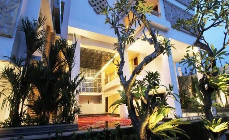 Signature Hotel Bali - Tampilan Luar Hotel
