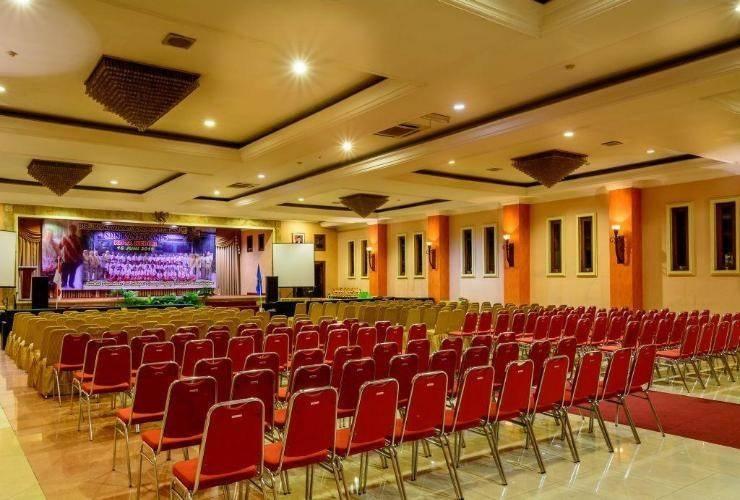Lotus Garden Hotel Kediri - Ballroom