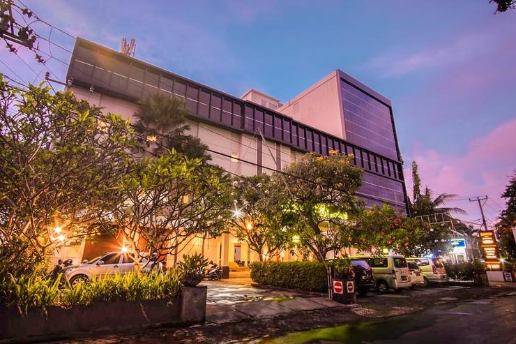 Sunwood Arianz Hotel managed by BENCOOLEN Mataram - Hotel Facade