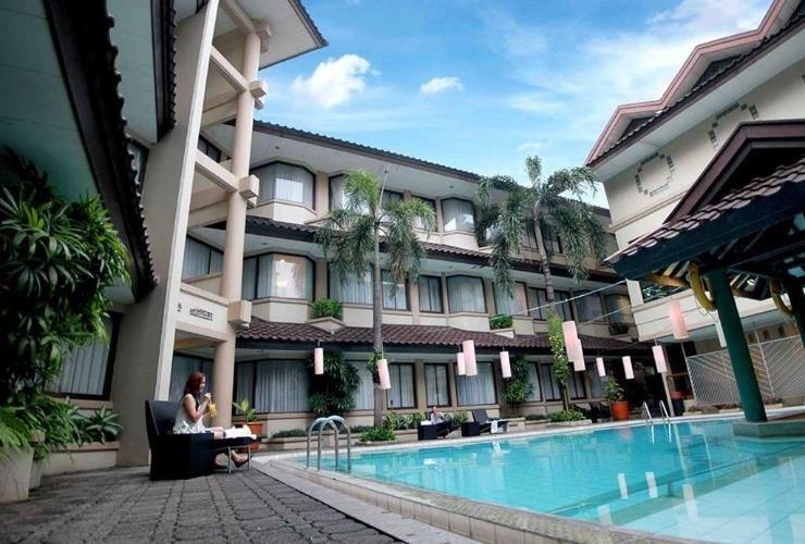 Bentani Hotel & Residence Cirebon - Swimming Pool