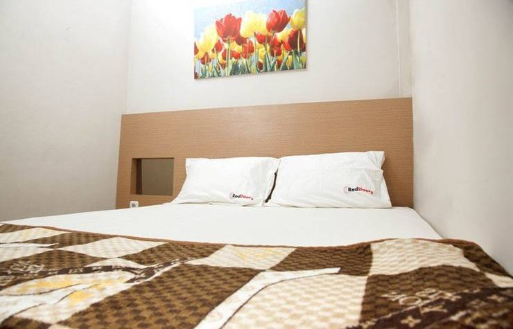 RedDoorz Dukuh Surabaya - Kamar tidur
