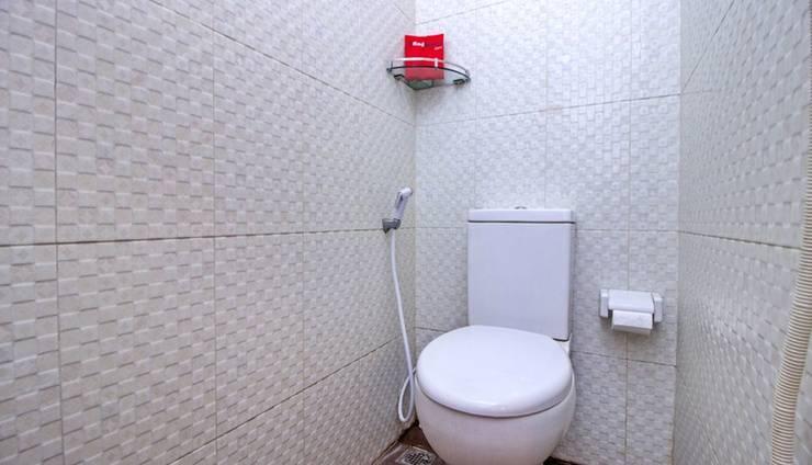 RedDoorz near Exit Tol Pasteur Bandung - Bathroom