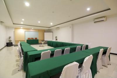 Airy Korumba Edi Sabara 8 Kendari - Meeting Room