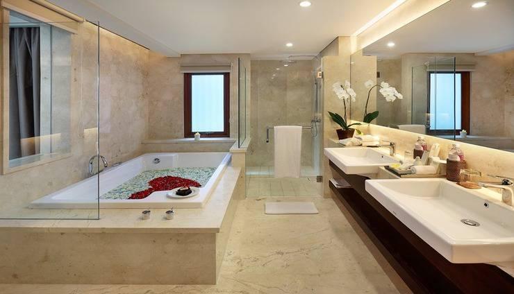 Royal Kamuela Villas & Suites at Monkey Forest Ubud - Suite Balcony