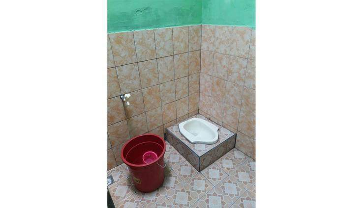 Dahlia Asri Homestay And Guest House Purwakarta - Bathroom