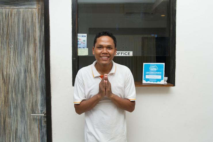 Airy Denpasar Timur Ciung Wanara II Bali - Receptionist