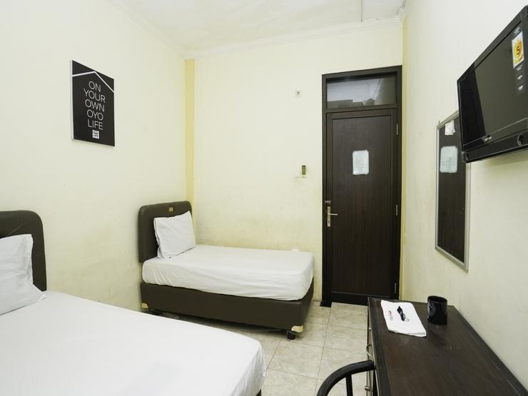 OYO Life 2215  Al' Yuafa Surabaya - BEDROOM