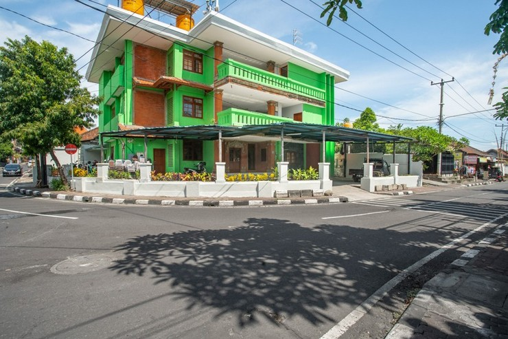 RedDoorz Syariah near Puri Agung Denpasar Bali - Photo