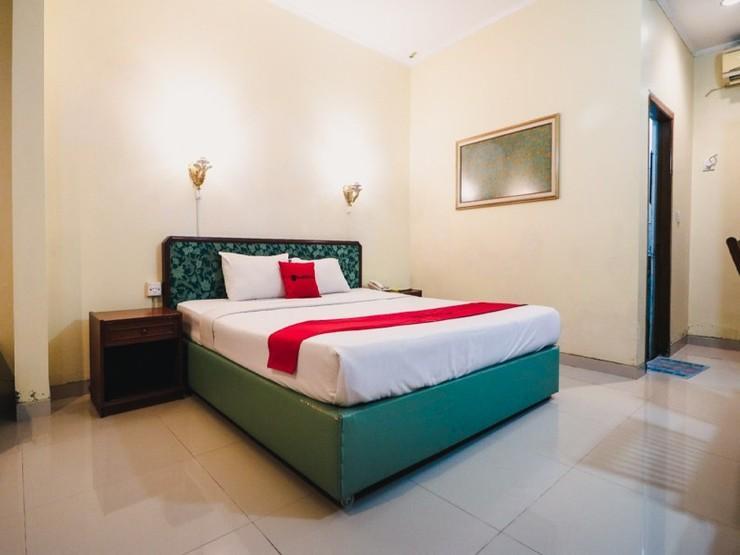 RedDoorz Plus @ Purwosari Solo - Guestroom