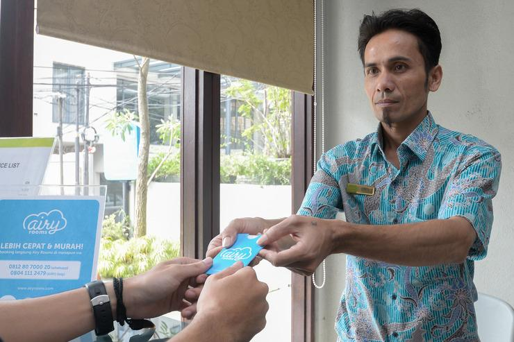 Airy Eco Pasteur Babakan Jeruk Indah Satu 4 Bandung - Receptionist