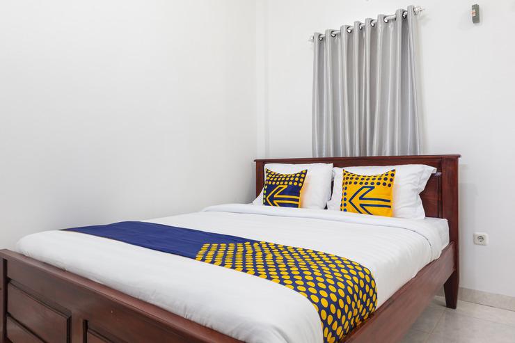 SPOT ON 2063 Bethania Residence Kupang - Bedroom
